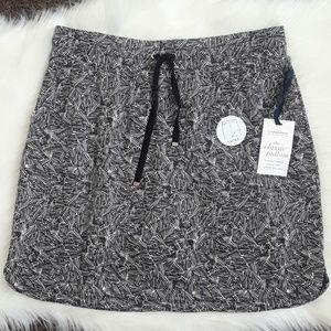 CROFT & BARROW...sports skirt..size M